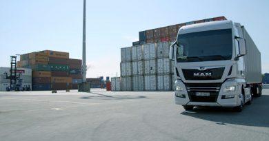 MAN-ovi tovornjaki brez voznikov po pristanišču