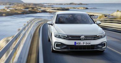 Novi VW Passat bo vozil delno avtomatizirano