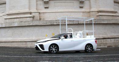 Toyota Mirai za papeža Frančiška